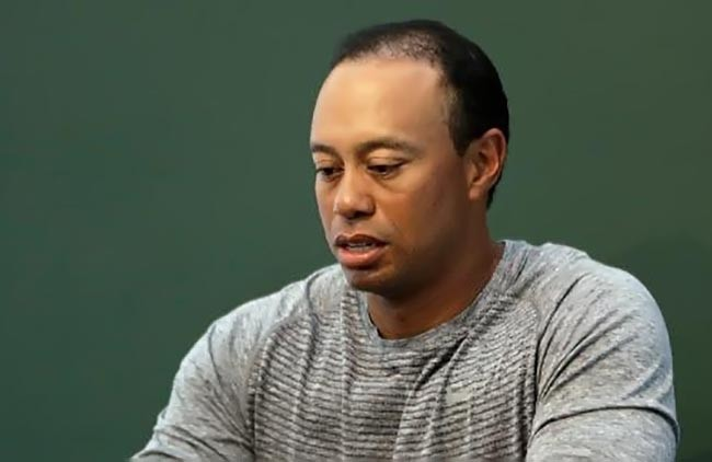 Tiger Woods caisbaixo