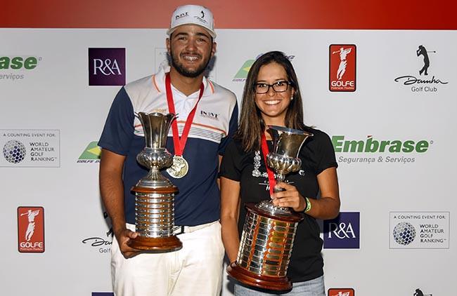 Marcos Negrini e Lauren Grinberg com os trofeus de campeoes do Abeto do Estado de SP 650